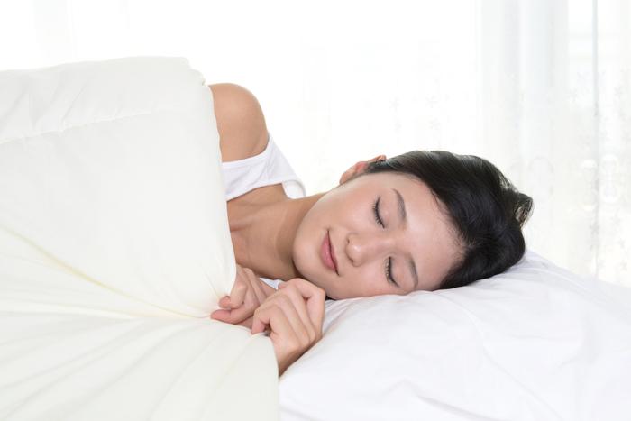 シミ・シワの改善に繋がる睡眠法とは?
