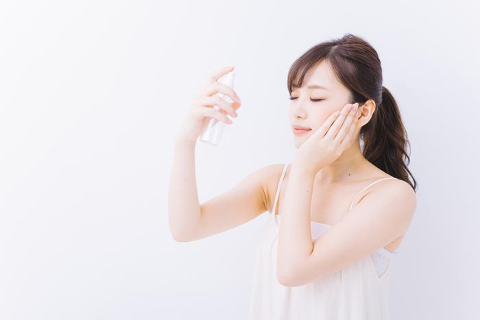 化粧水が肌に浸透してくれない! その理由と正しいケアポイント
