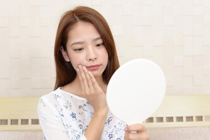 顔が冷たいと老け顔や肌荒れを招く!? 冷たくなる原因と対策方法