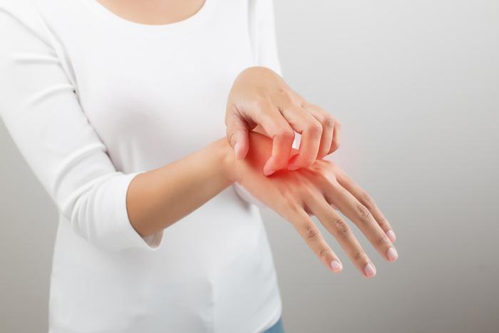 肌のかゆみの原因は汗だけじゃない! かゆみ肌の原因とは?