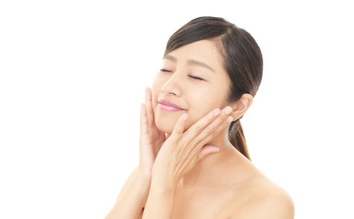 老け顔予防に! ツボ押し&保湿で目尻のシワを撃退する方法