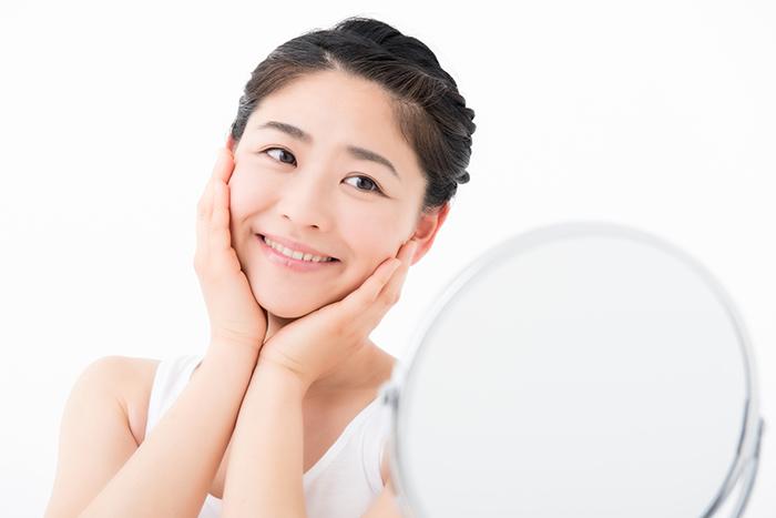 丸顔さんにおすすめ! 頬の脂肪×ほうれい線の対策方法