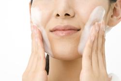 ○○秒以上の洗顔は肌に負担がかかる!? 美容にいい洗顔時間とは