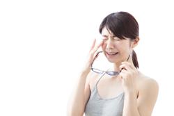 目から入る紫外線がシミの原因になるってホント!?