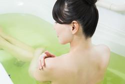 冬のお風呂の入り方に要注意! 乾燥肌を悪化させるNG入浴法とは