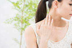 首ニキビは目立つし痛い……作らないための対策方法4つ