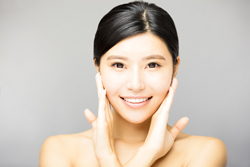 むくみを解消してスッキリ小顔に! 顔のパーツ別リンパマッサージ方法